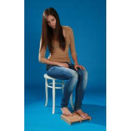 Akupresurní masážní roler na chodidla dřevěný
